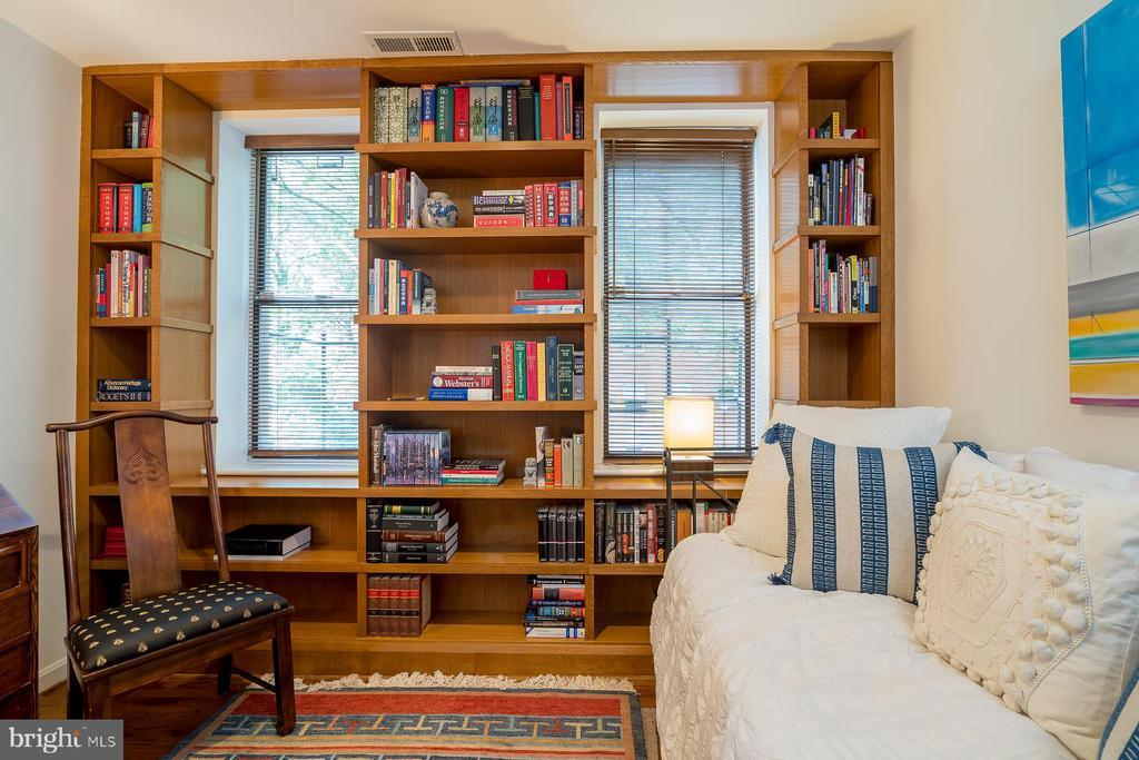 1651 LAMONT ST NW #2E preview