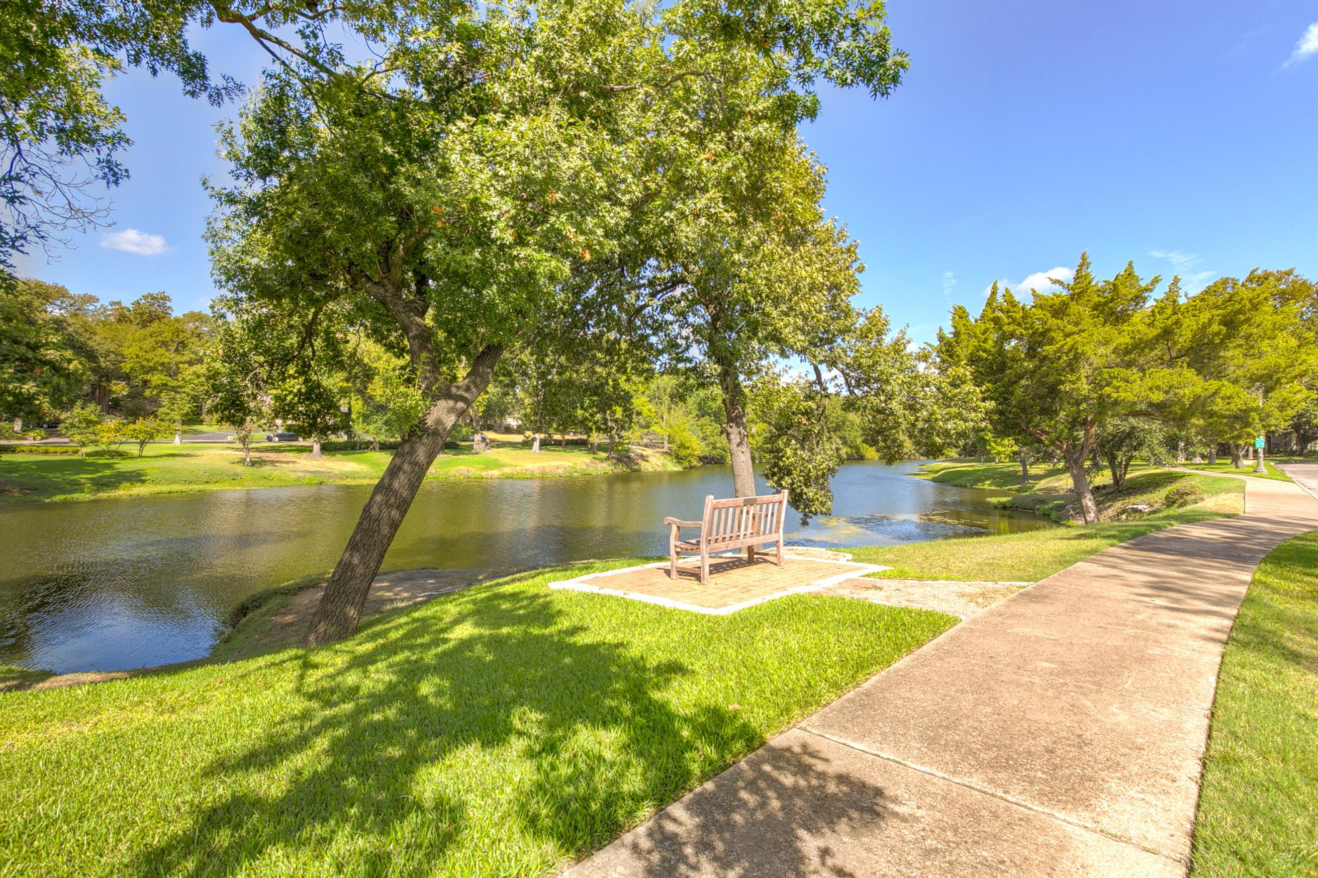 4311 Lakeside Drive