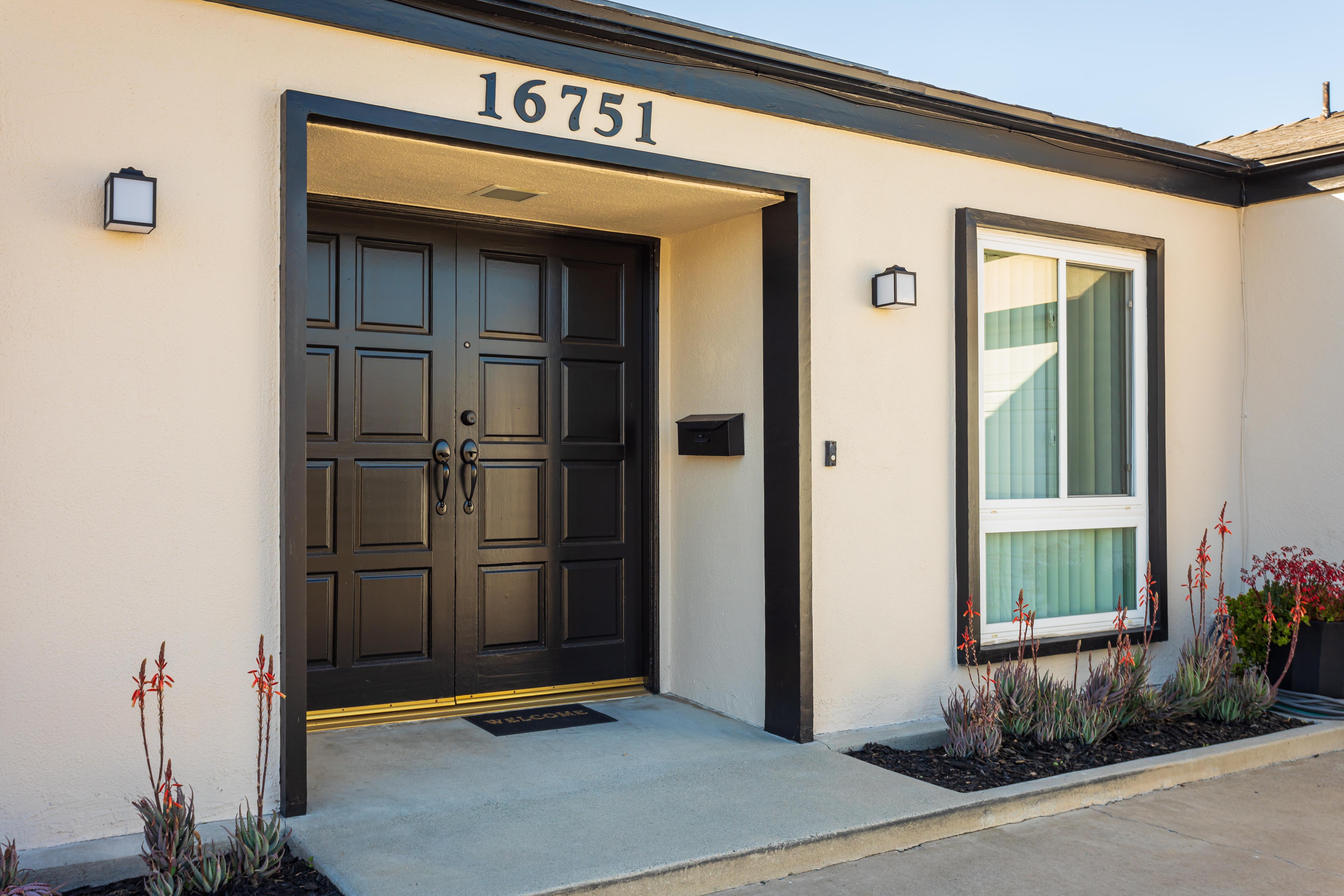 16751 Phelps Lane