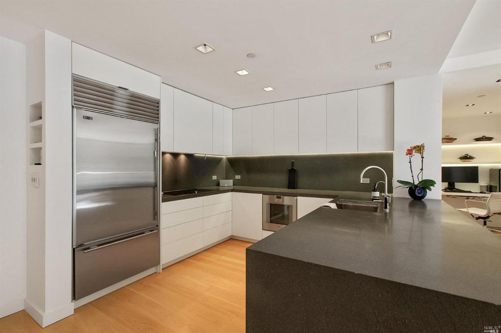 255 Berry Street Unit: 312 preview