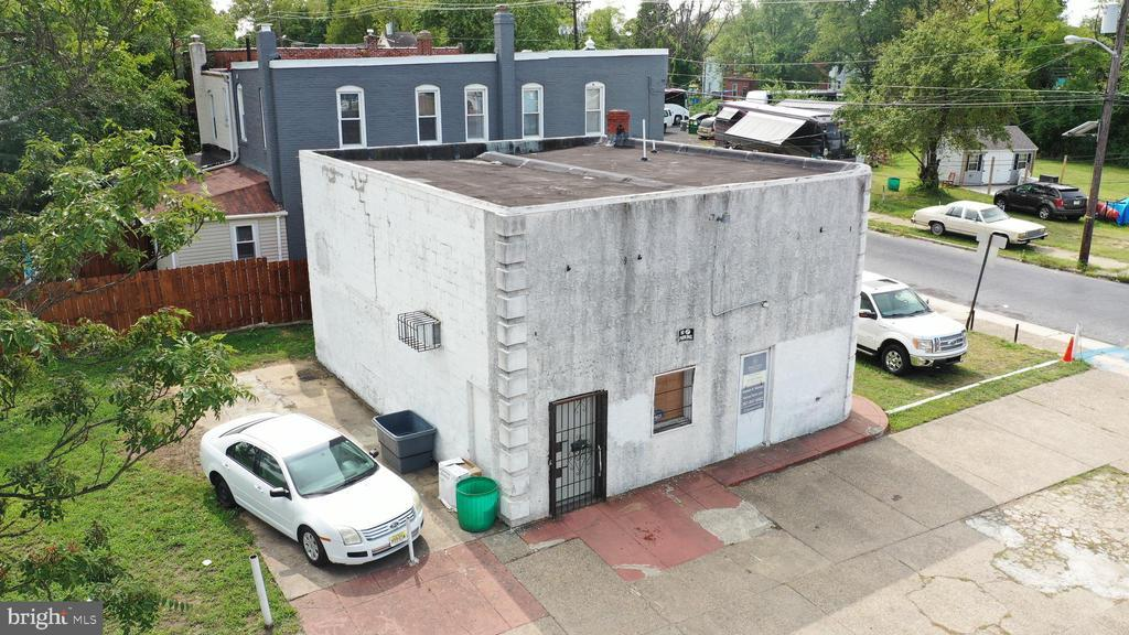 1000 FERRY AVE