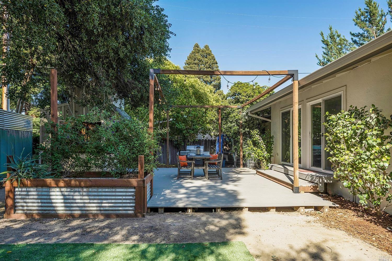 2440 Redwood Road