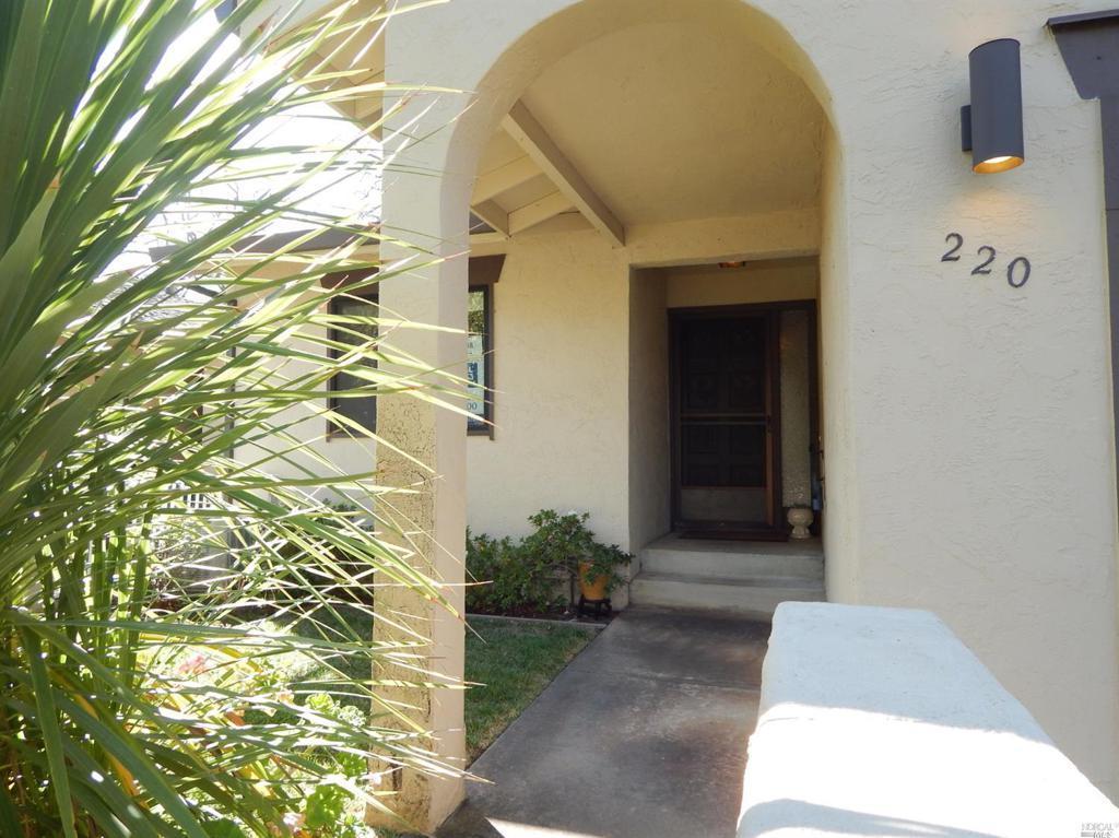 220 Vista Court