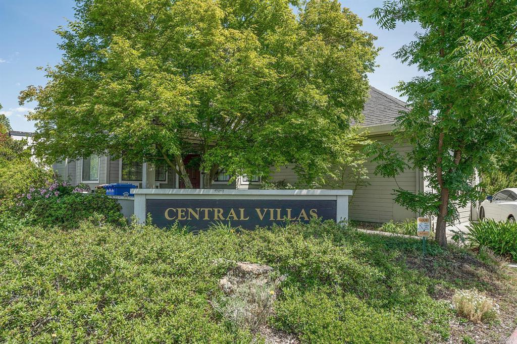 9 Valley West Circle