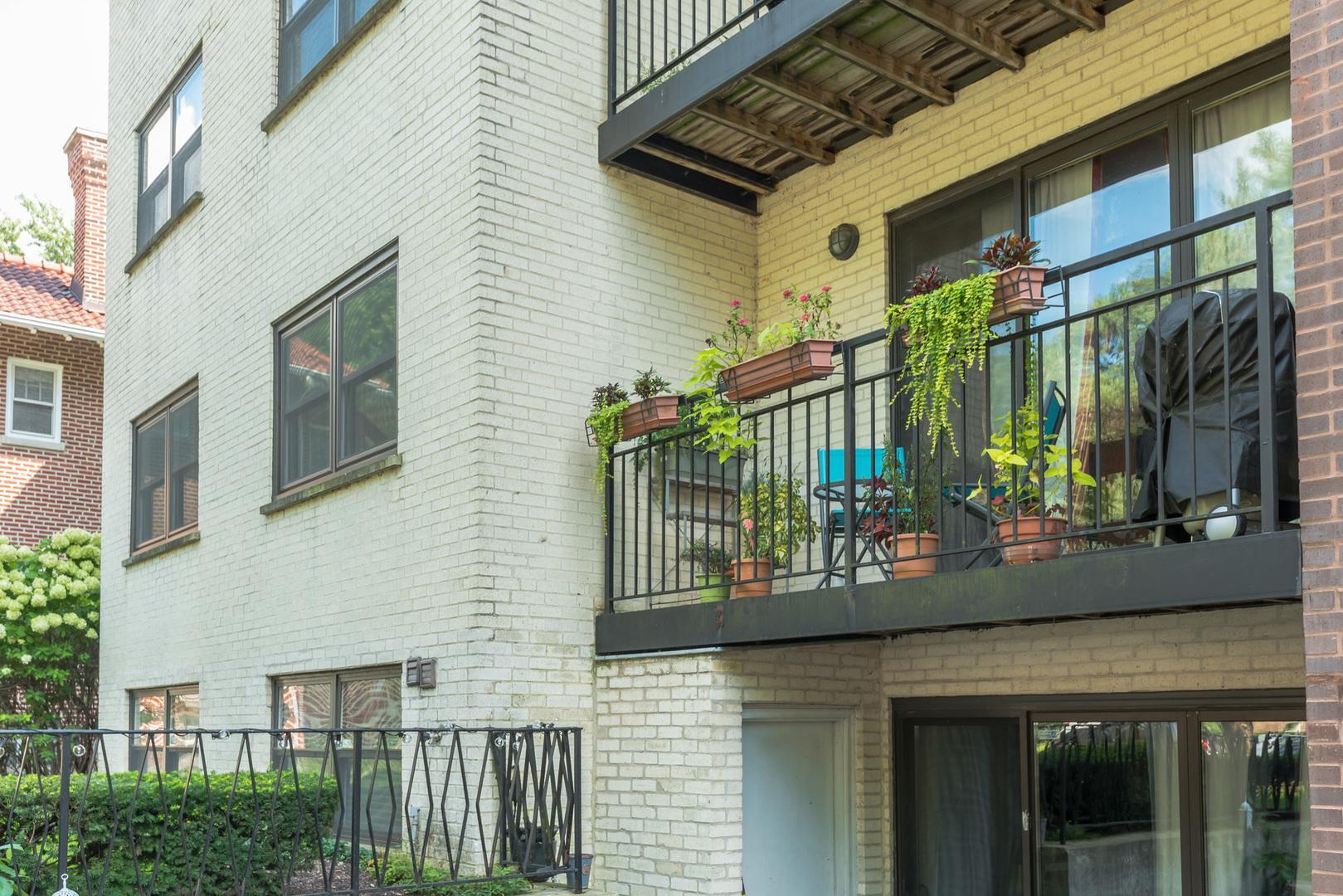 1629 W Sherwin  Avenue, Unit 102 photo