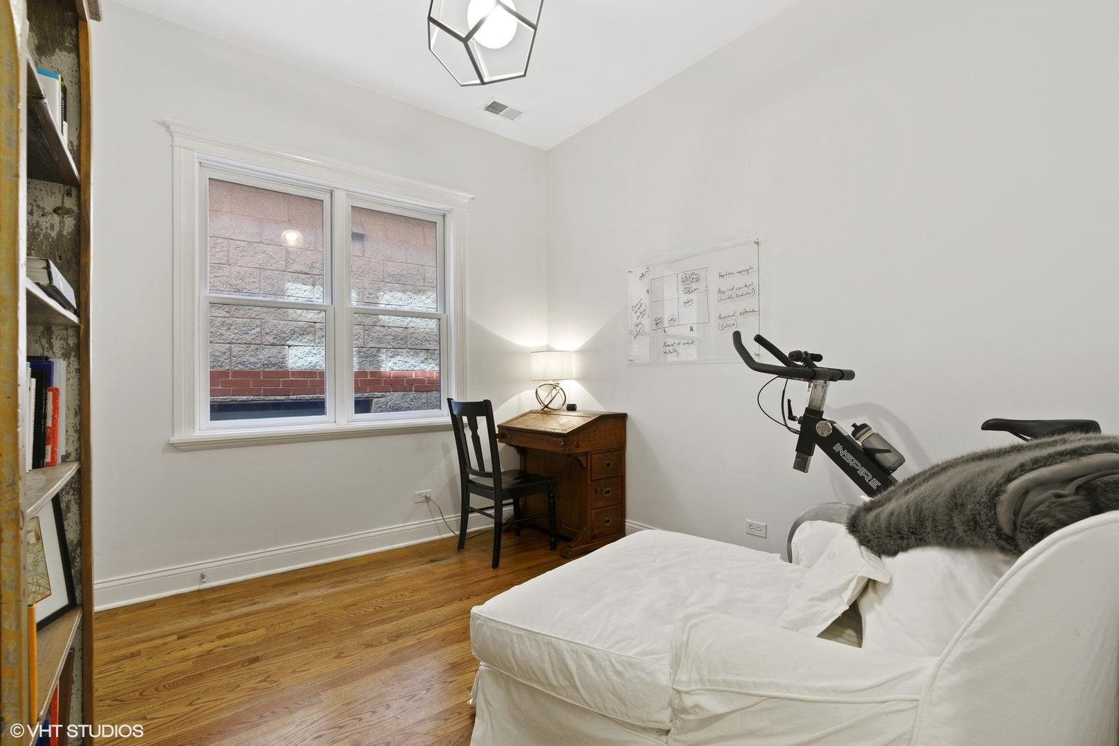2621 N Wilton  Avenue, Unit 2 photo