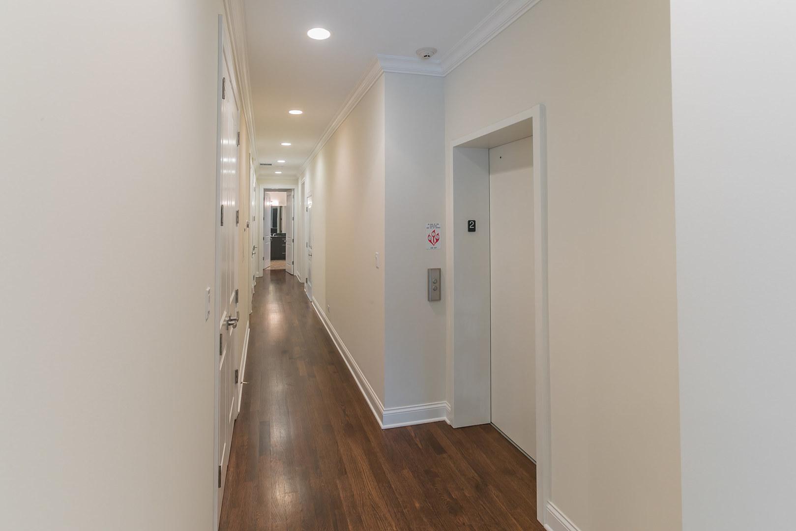 441 W Briar  Place, Unit 2 photo