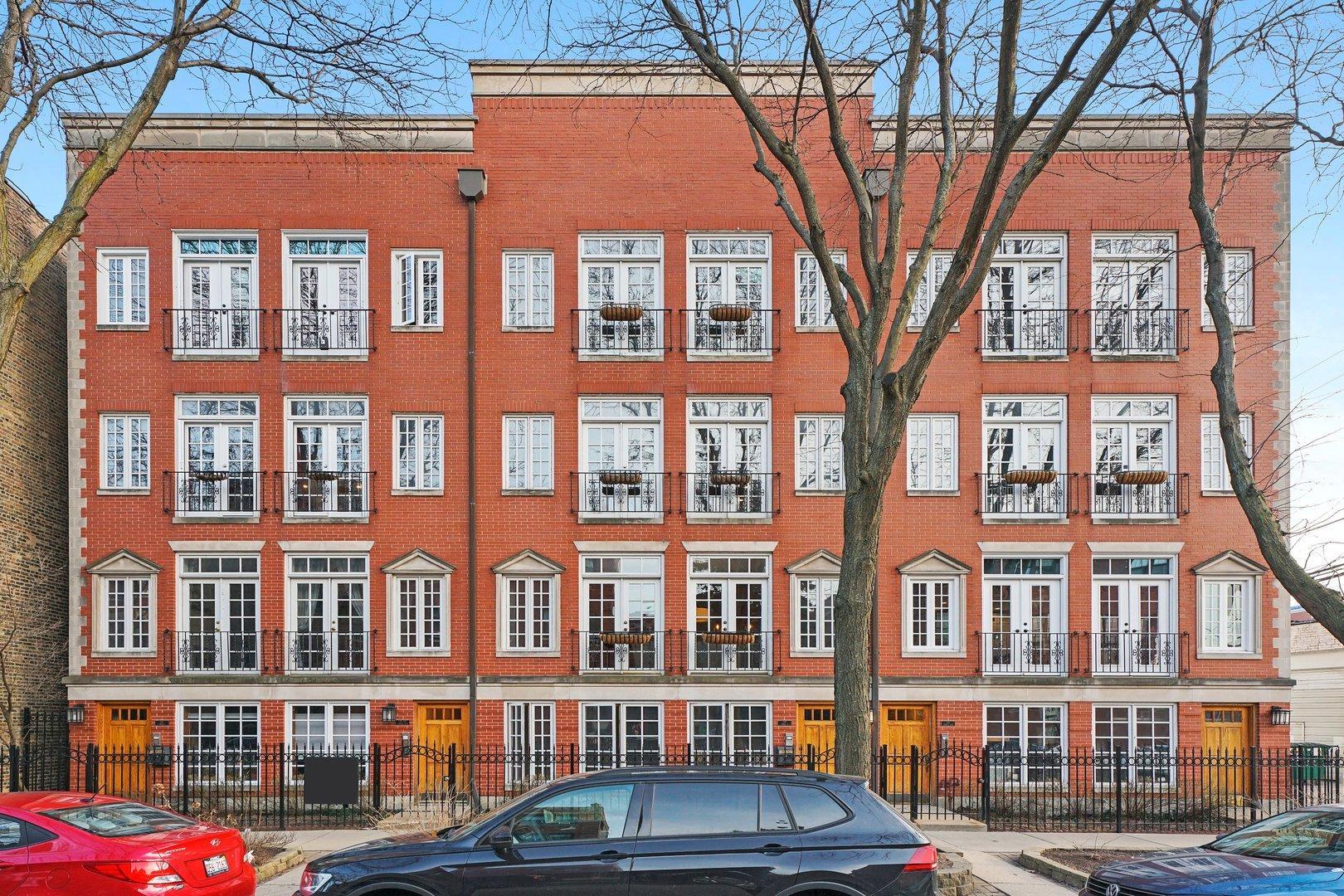 739 W Aldine  Avenue, Unit 2 photo