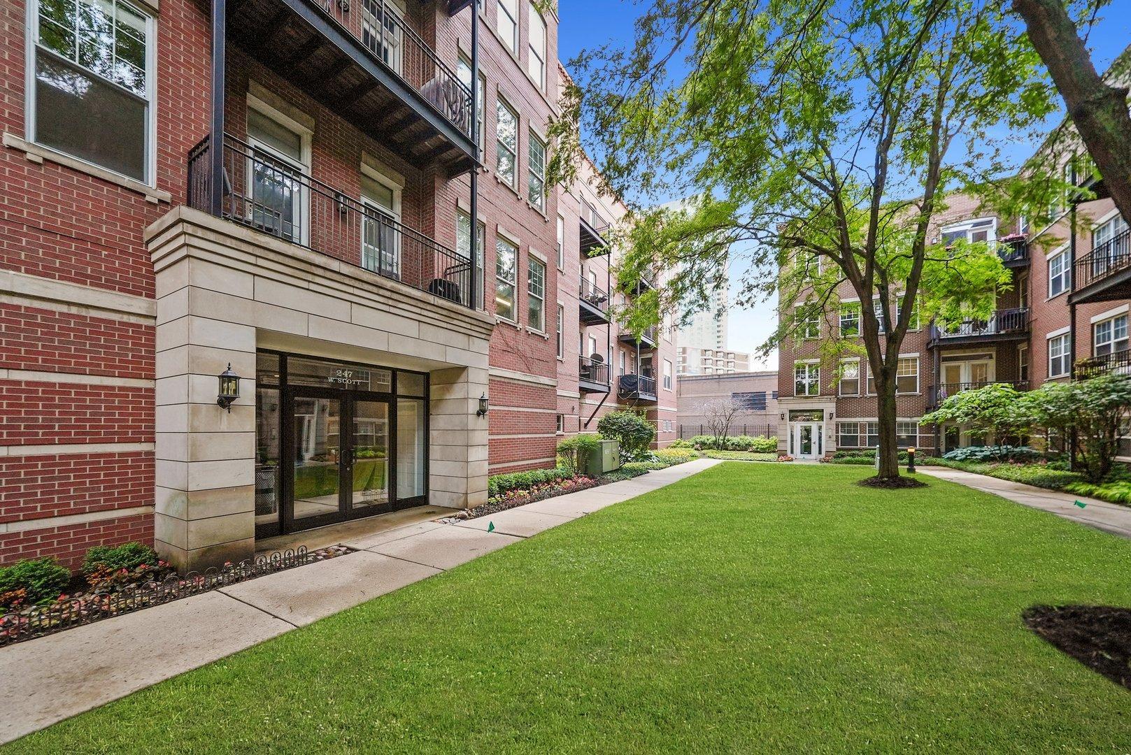 247 W SCOTT  Street, Unit 208