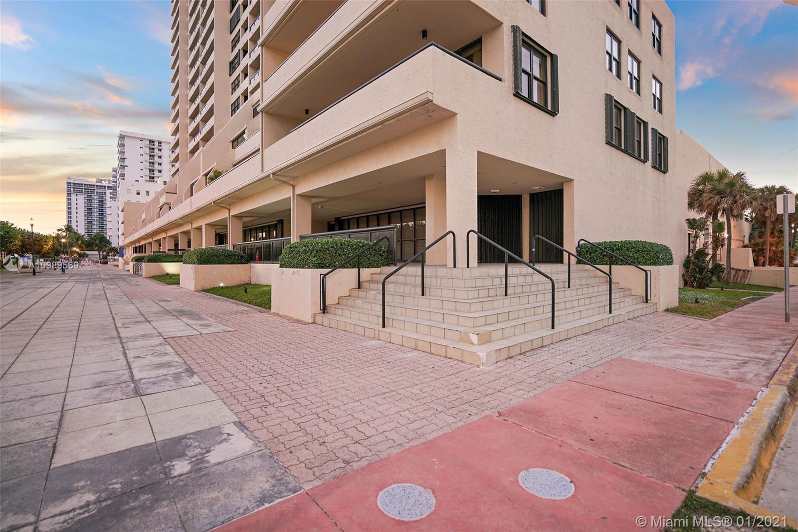 2555 Collins Ave Unit: C1 photo