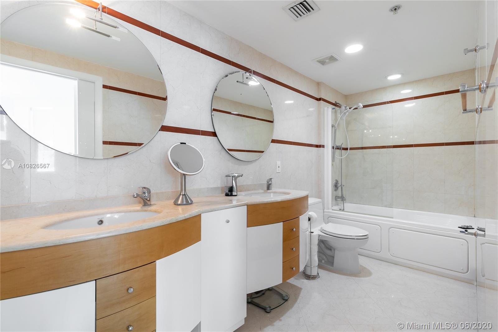 110 Washington Ave Unit: 1520 photo