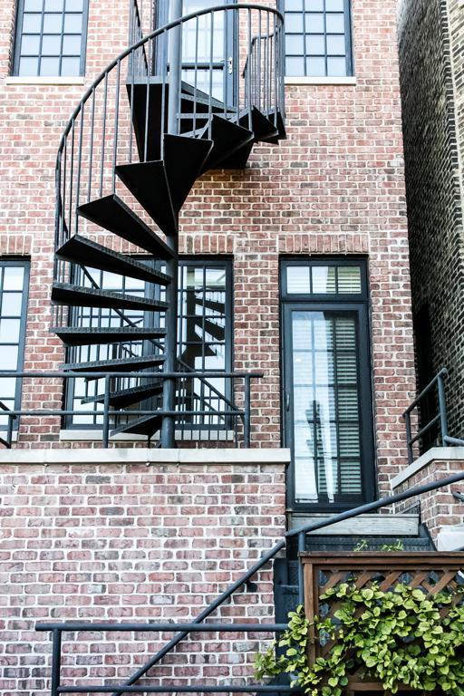 2002 N Mohawk Street