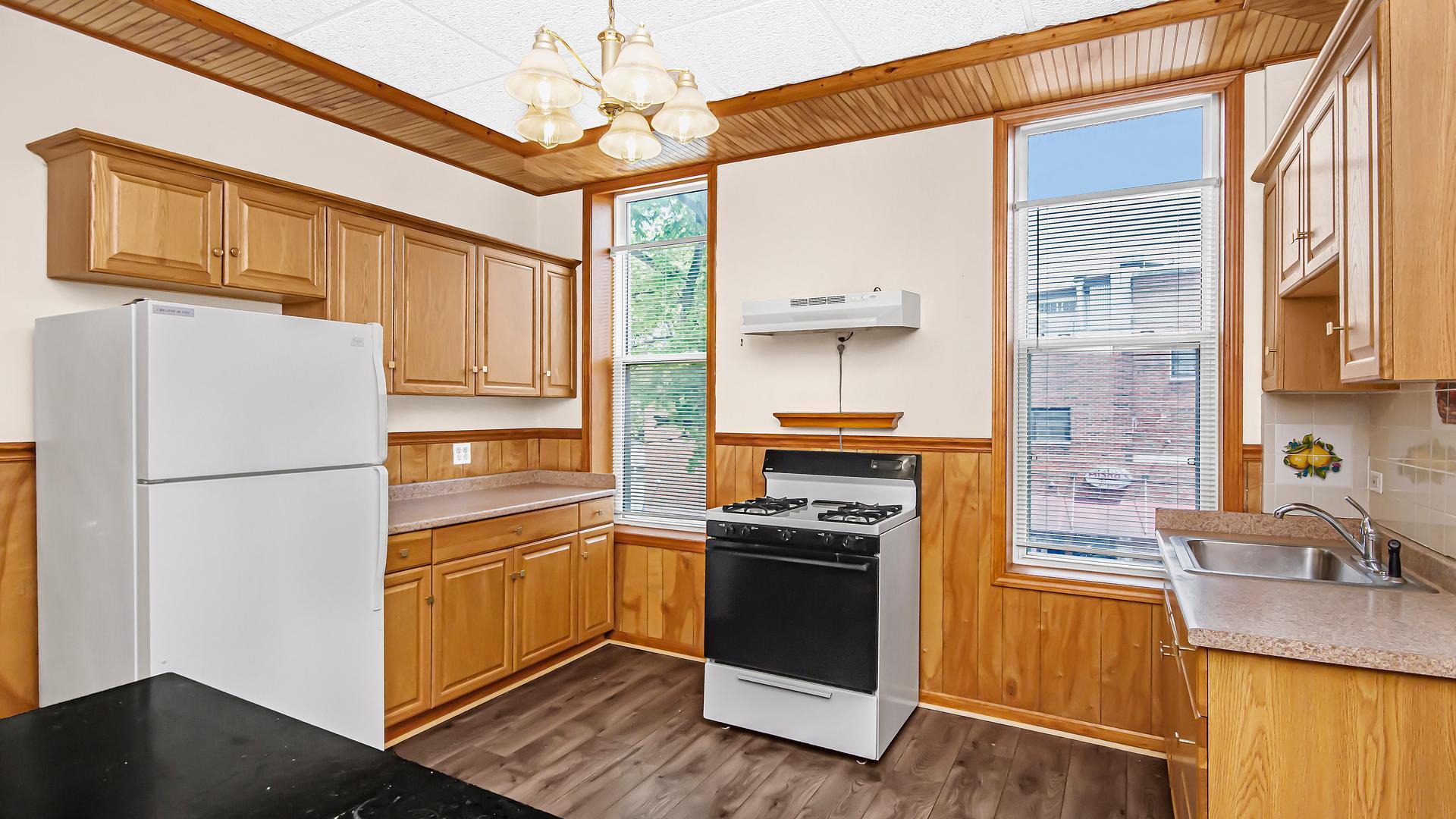 2200 W Belmont  Avenue photo