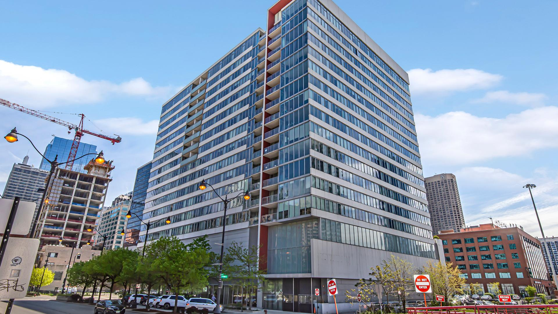 659 W Randolph  Street, Unit 1407