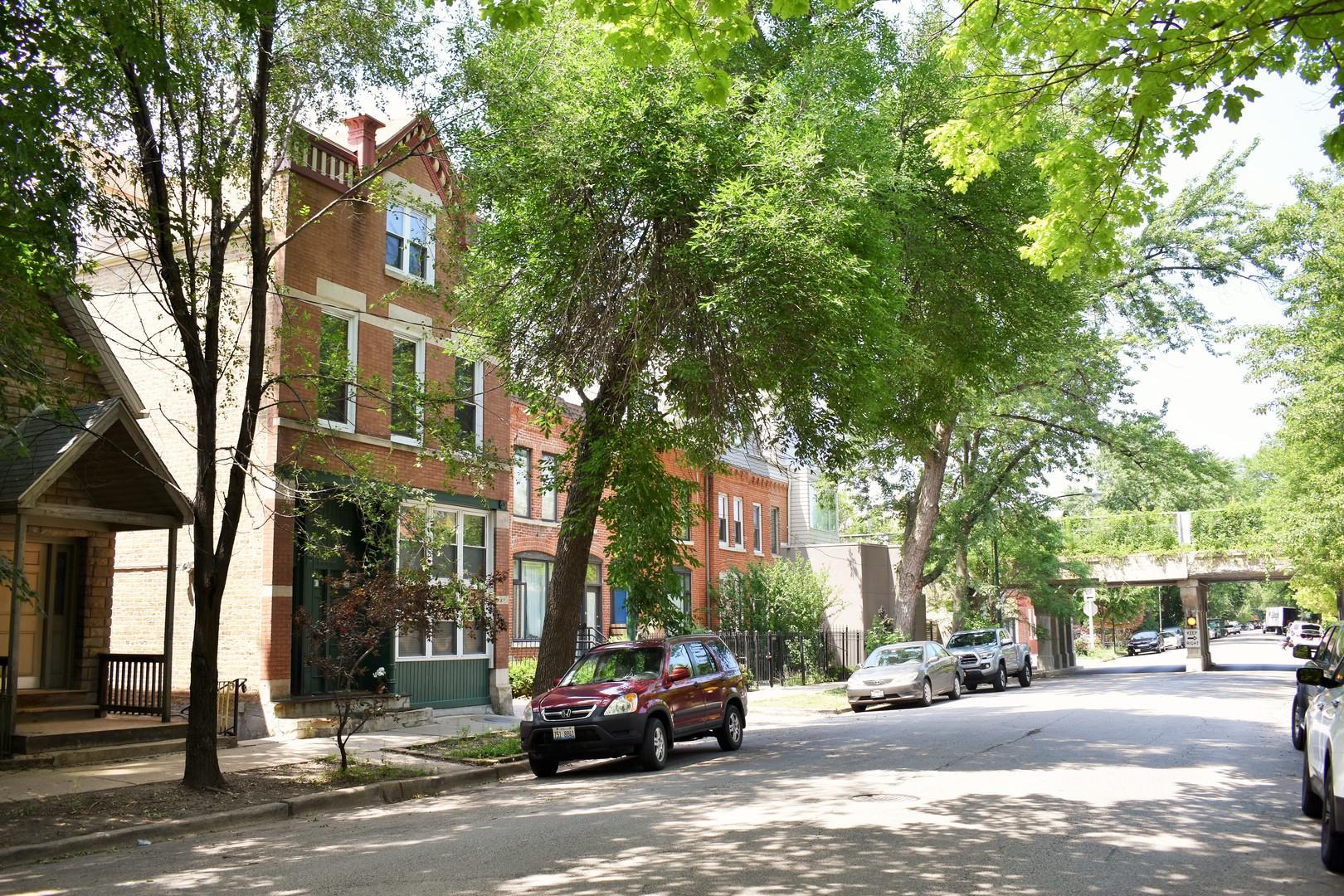 1748 N Honore  Street, Unit 3 photo