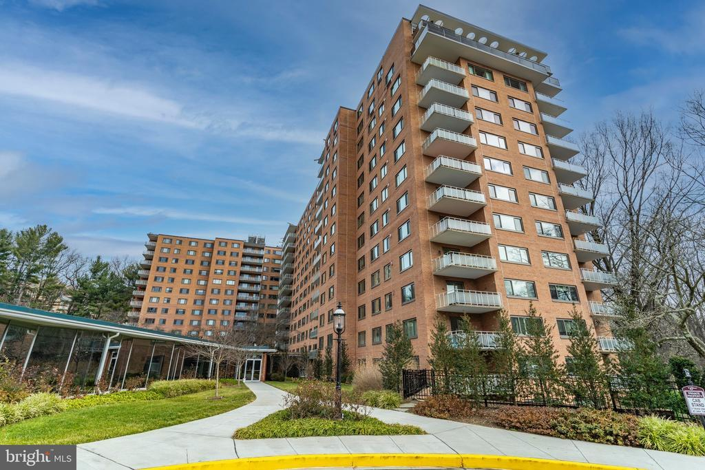 4201 CATHEDRAL AVE NW #1117E photo