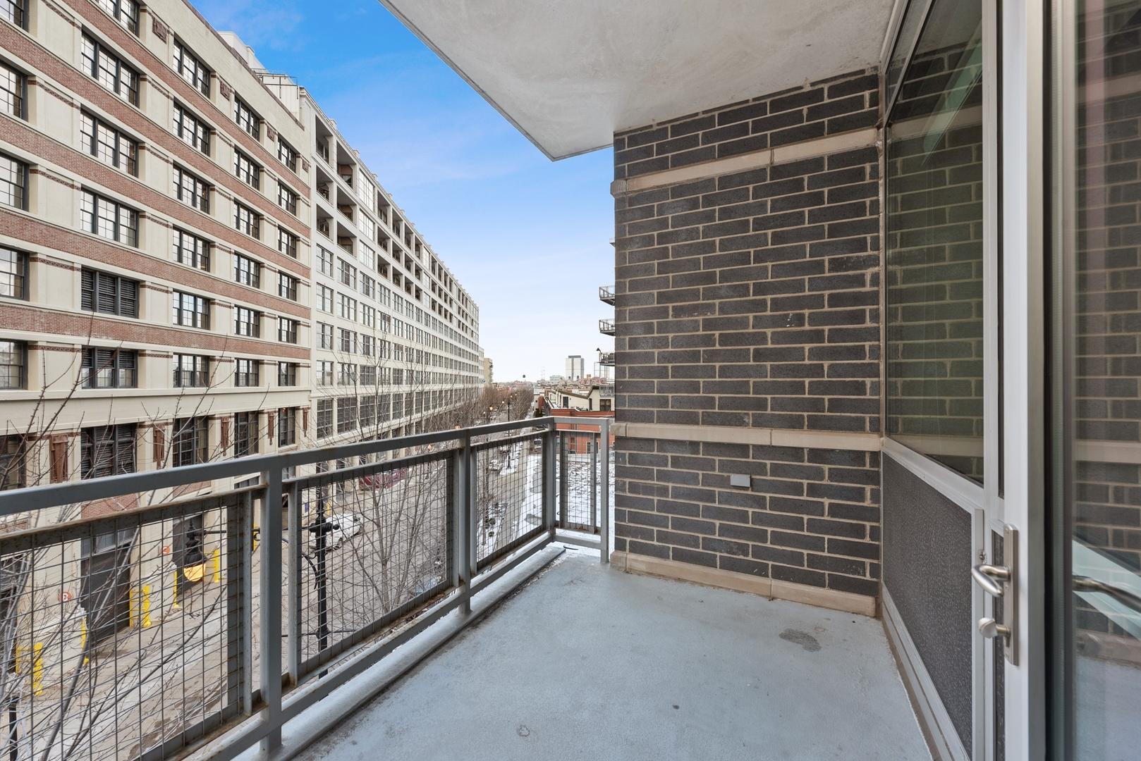 845 N Kingsbury  Street, Unit 402 photo