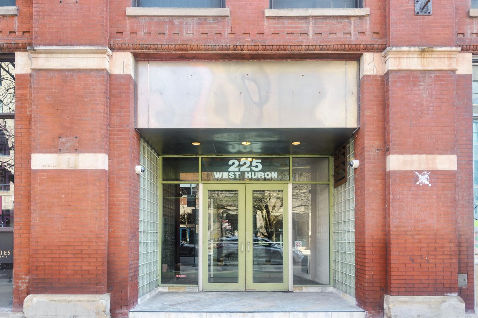 225 W Huron  Street, Unit 318 photo