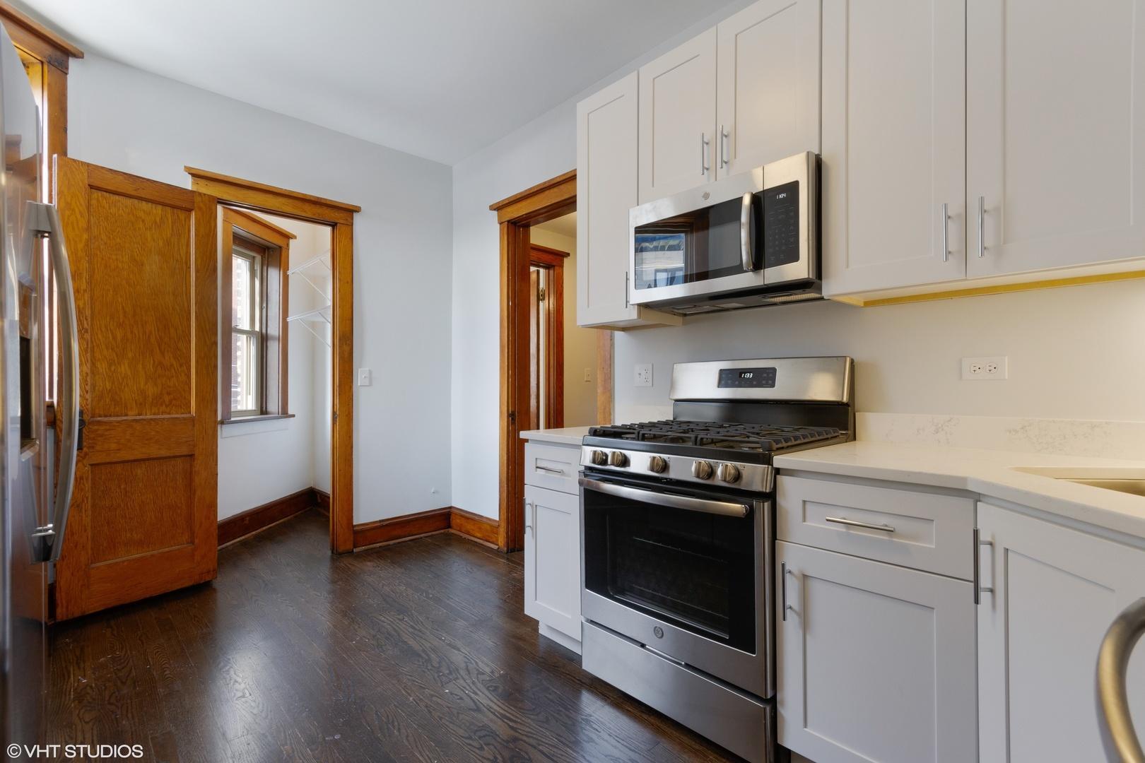 831 W Altgeld  Street, Unit 3 photo
