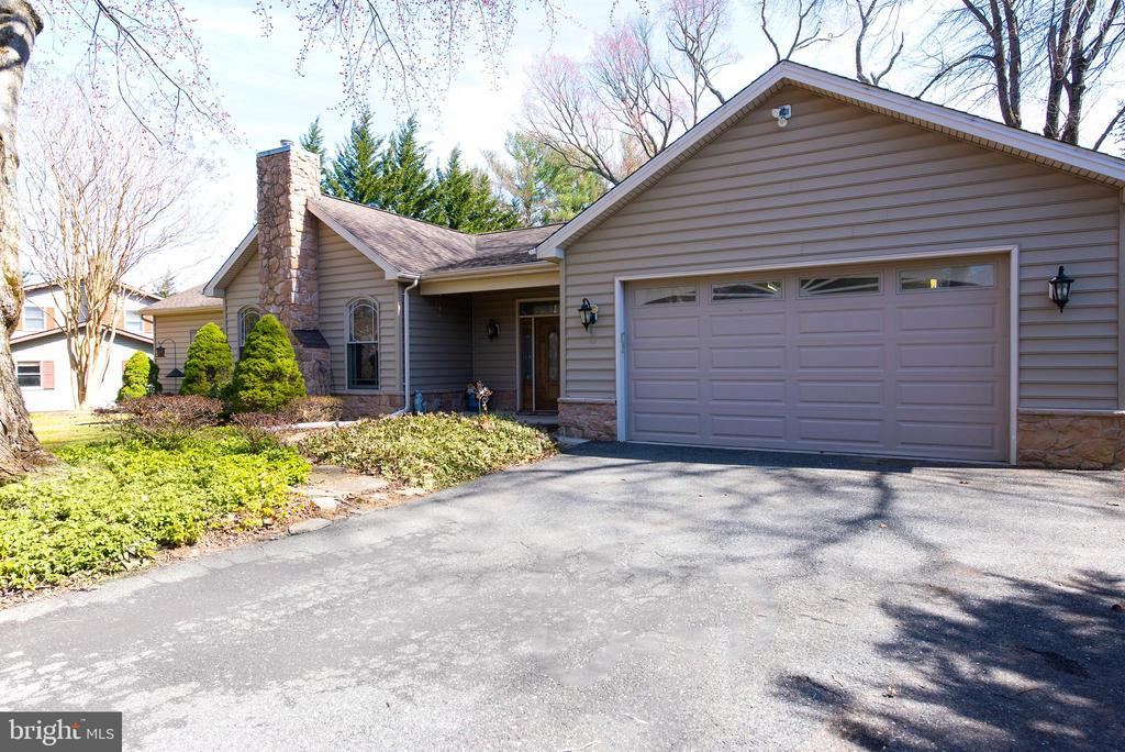 103 WAKEFIELD DR