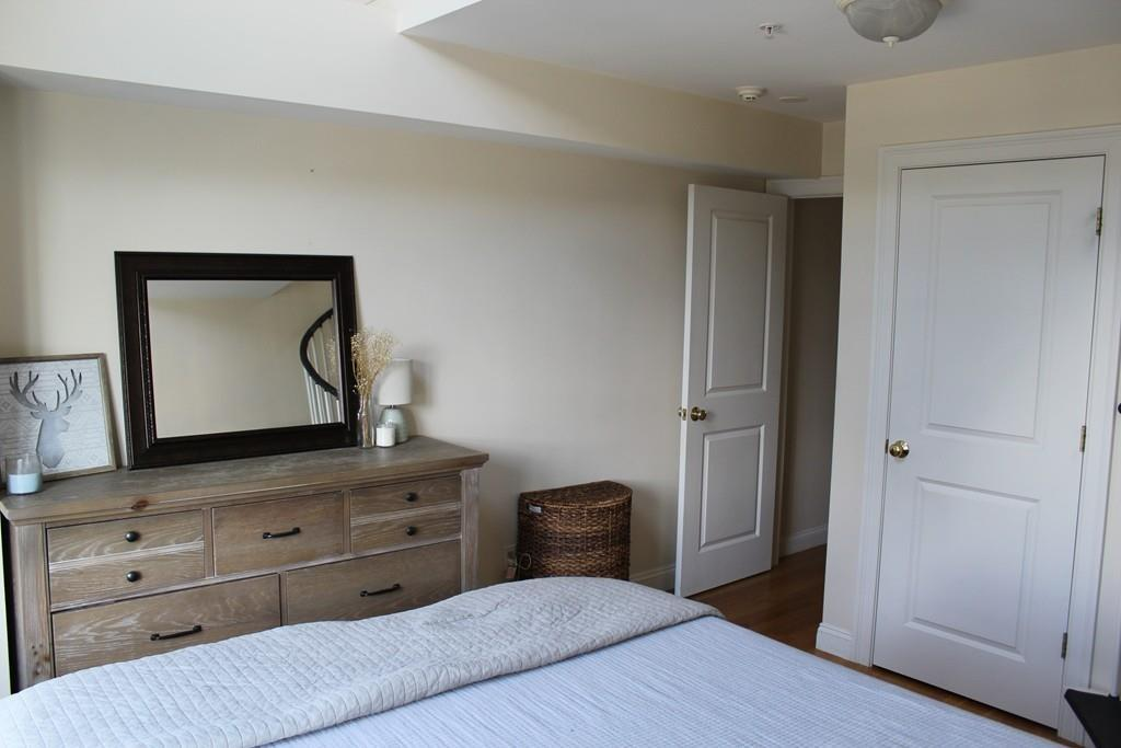 9 Russell St Unit: 3 preview