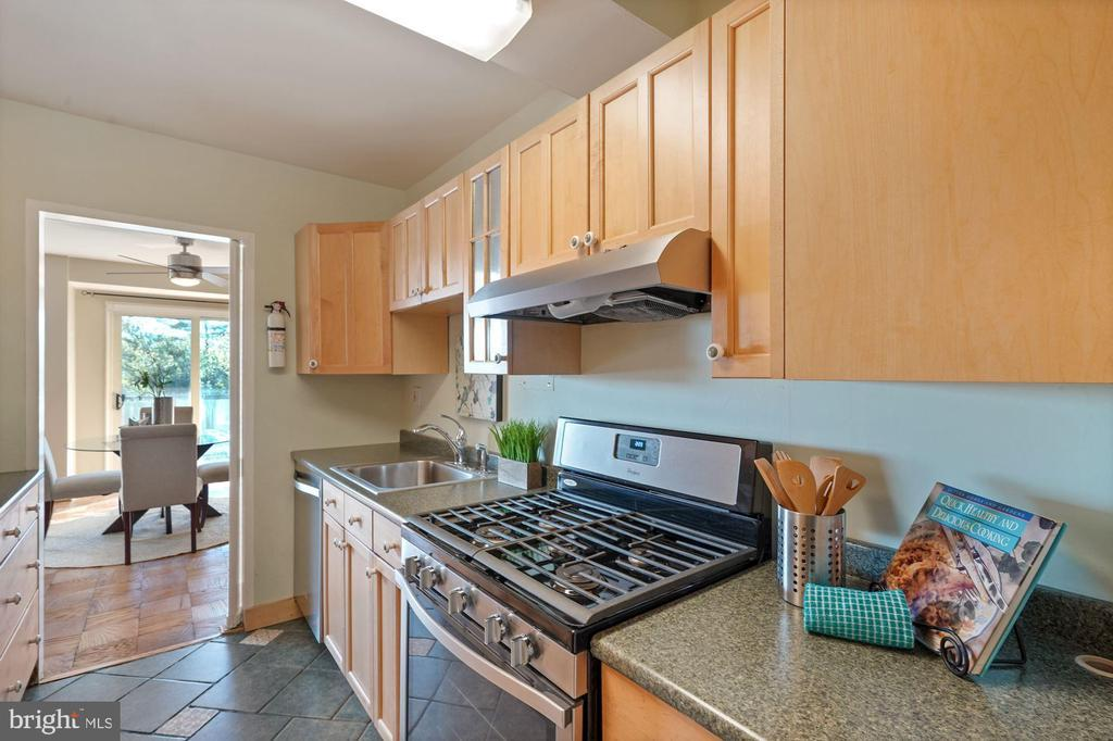4201 CATHEDRAL AVE NW #1107W photo