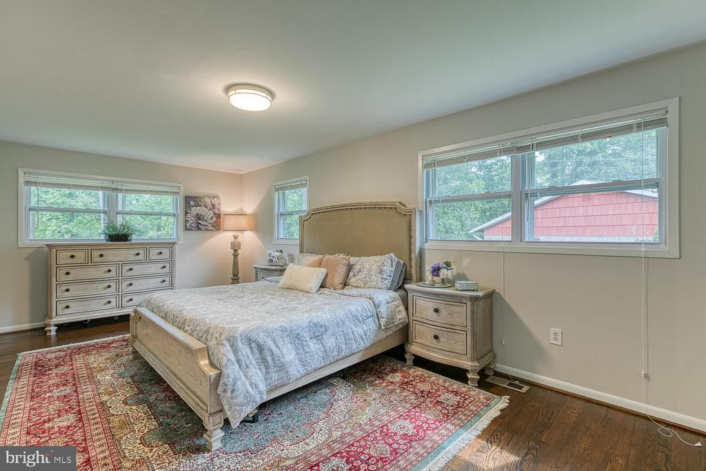 6415 CHARNWOOD ST preview