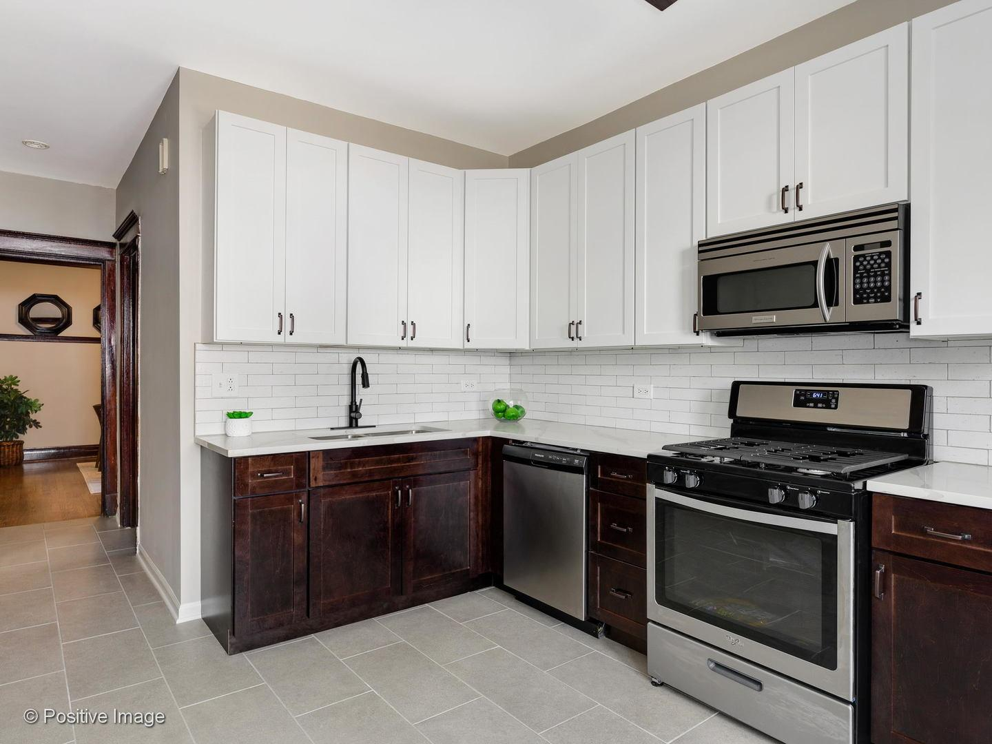 1922 N Washtenaw  Avenue, Unit 2E preview