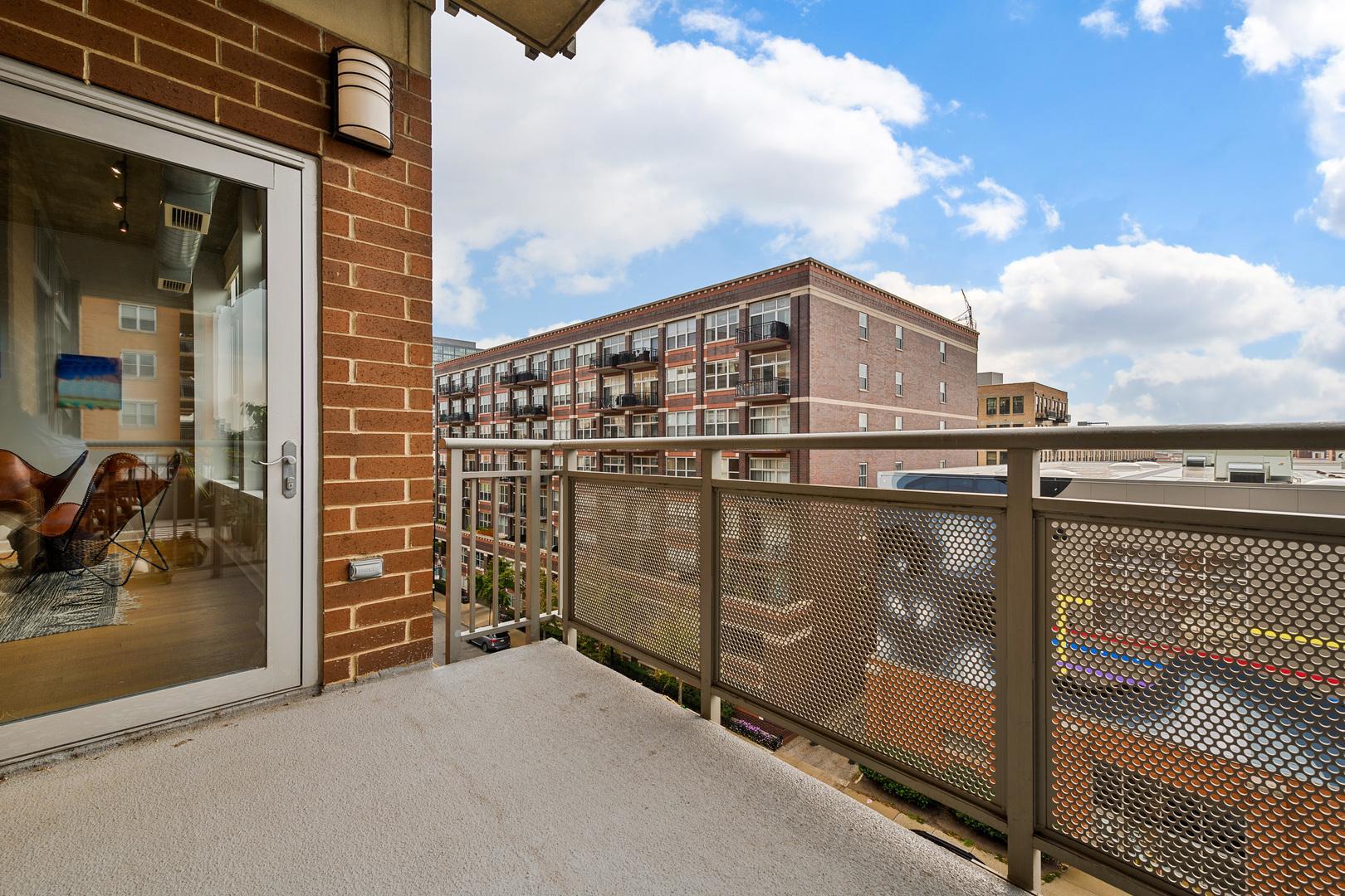 111 S Morgan Street Unit: 602 photo