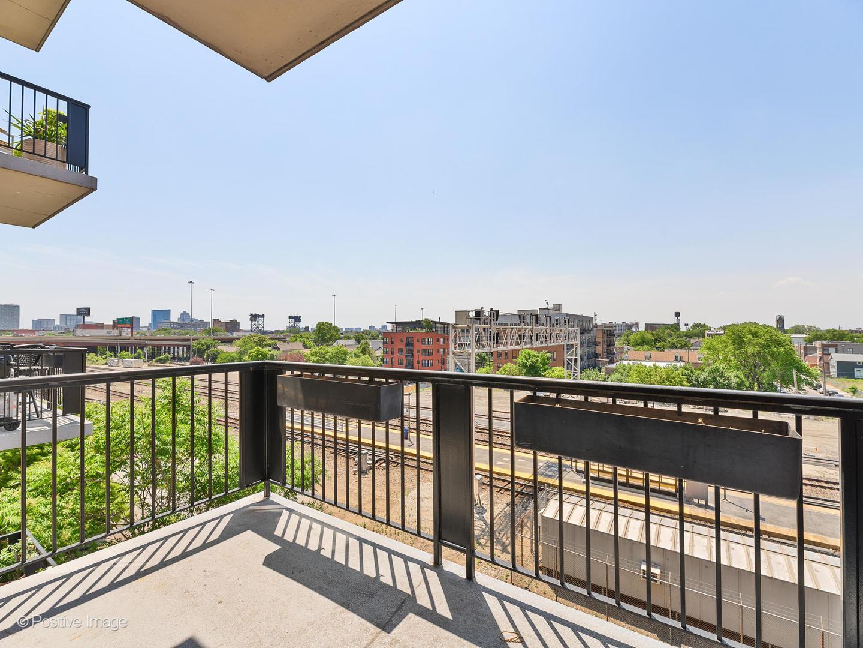 811 W 15th  Place, Unit 510 photo