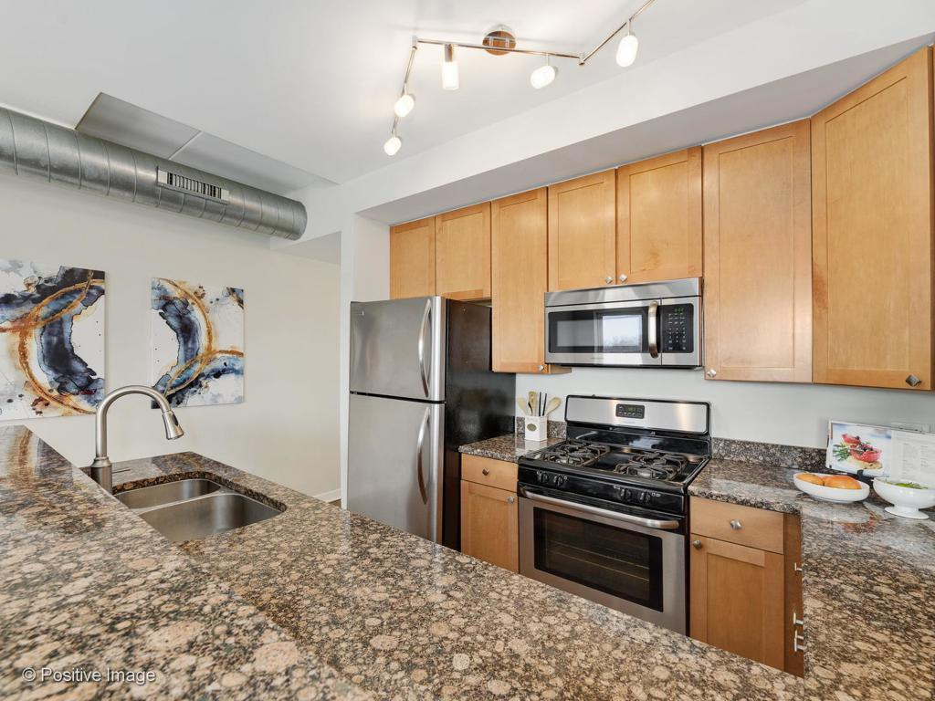 3611 W Montrose Avenue # 305 preview