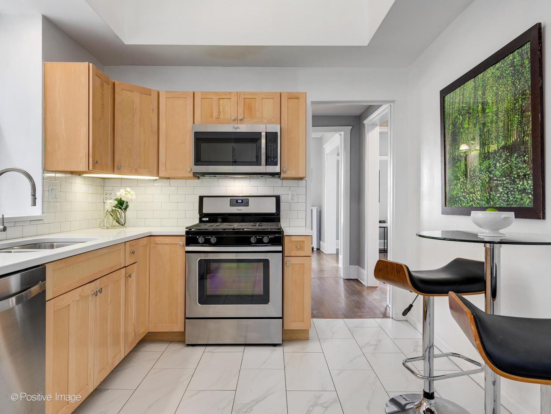 633 W BARRY  Avenue, Unit 2J photo