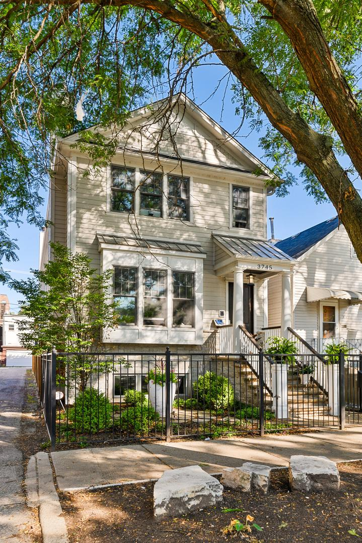 3745 N Marshfield  Avenue preview
