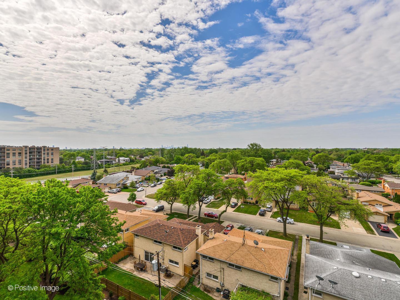 4601 W TOUHY  Avenue, Unit 802 photo