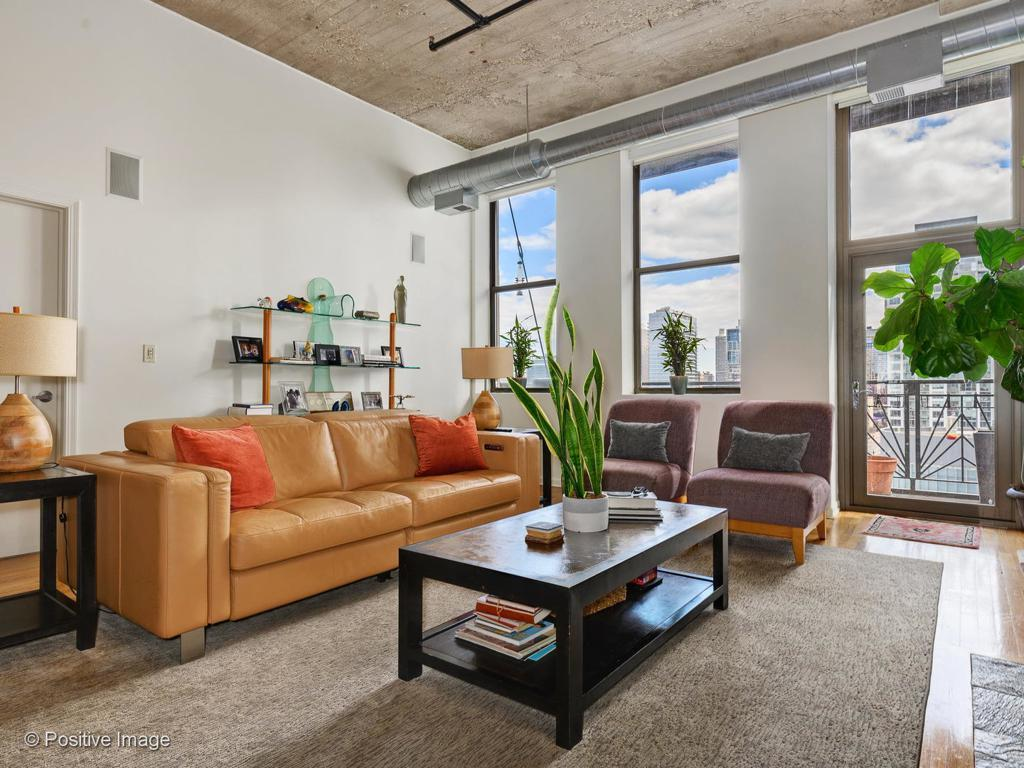 758 N Larrabee Street # 716 preview