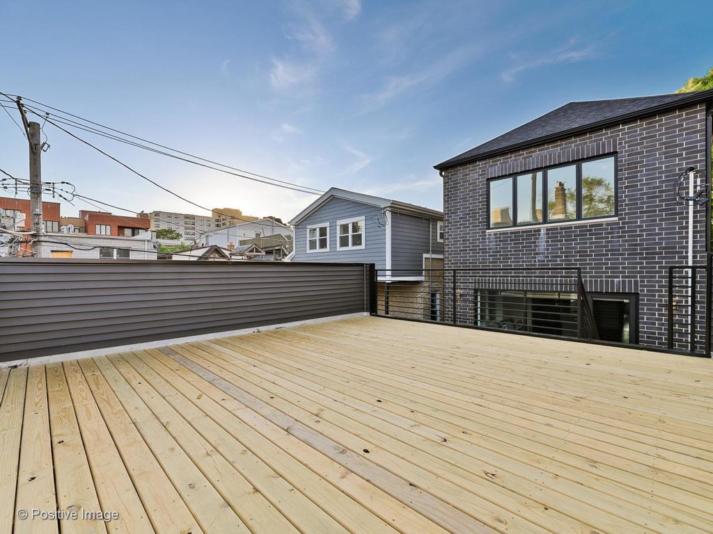 2345 W Dickens Avenue preview