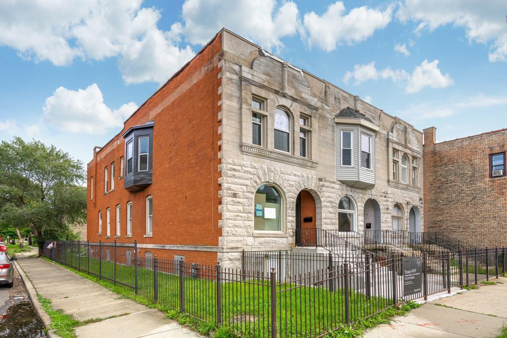 4501 S Indiana Avenue preview