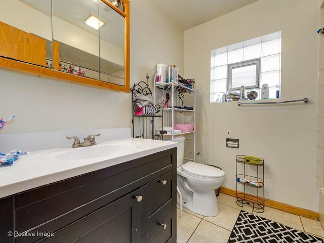 3157 N Springfield Avenue preview