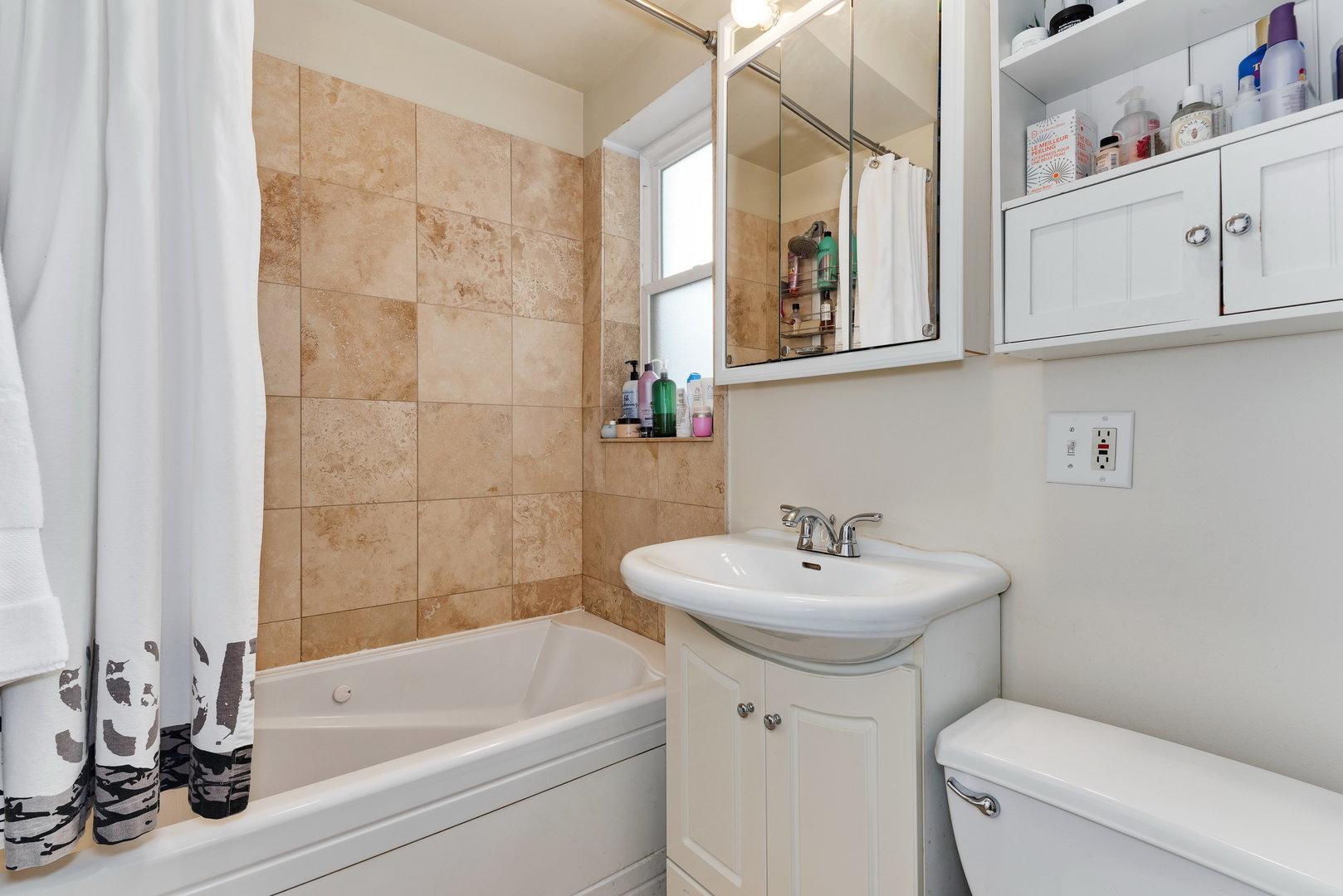 4909 N JANSSEN  Avenue, Unit 2W photo