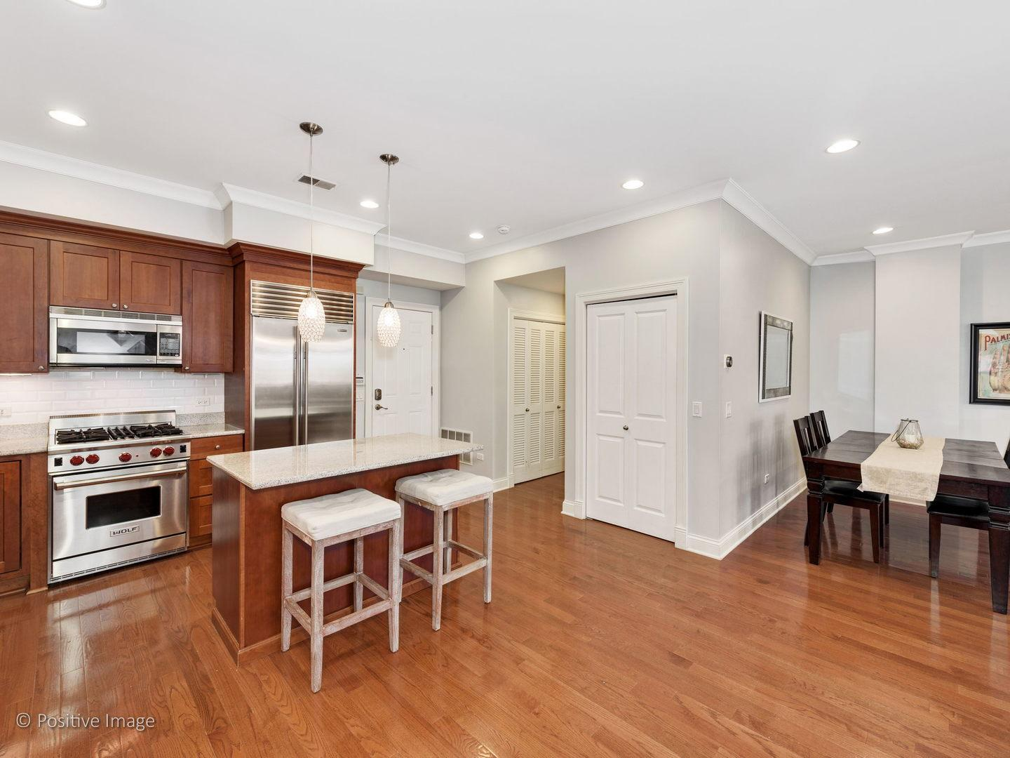 2757 N Lincoln Avenue # 302 preview