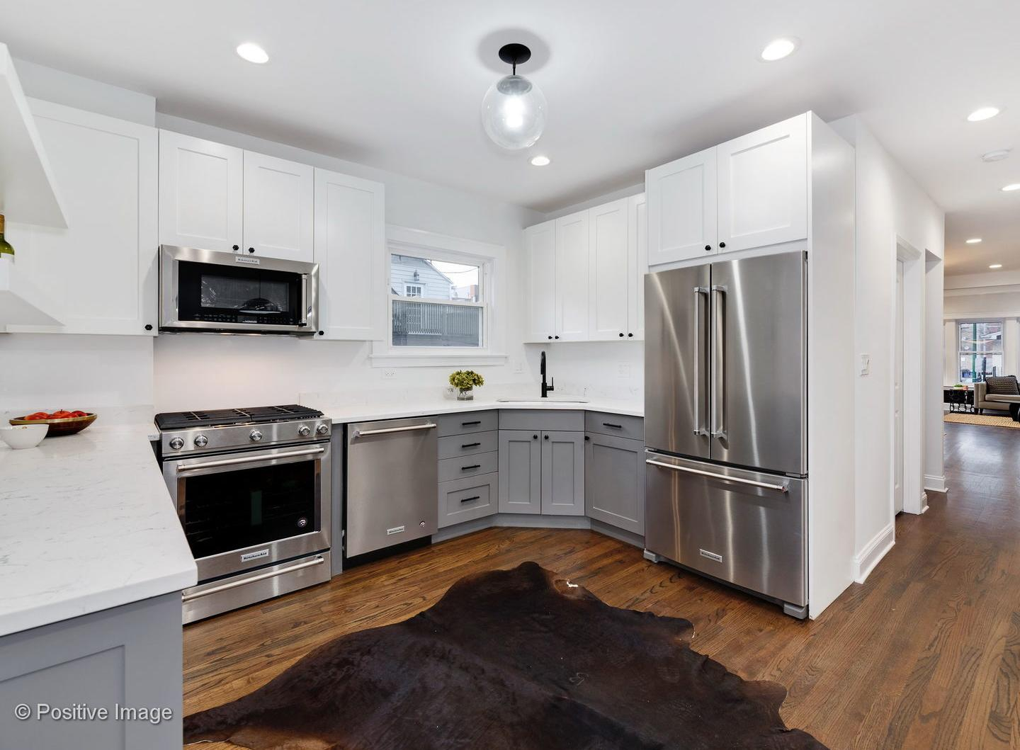 2347 W Dickens Avenue preview