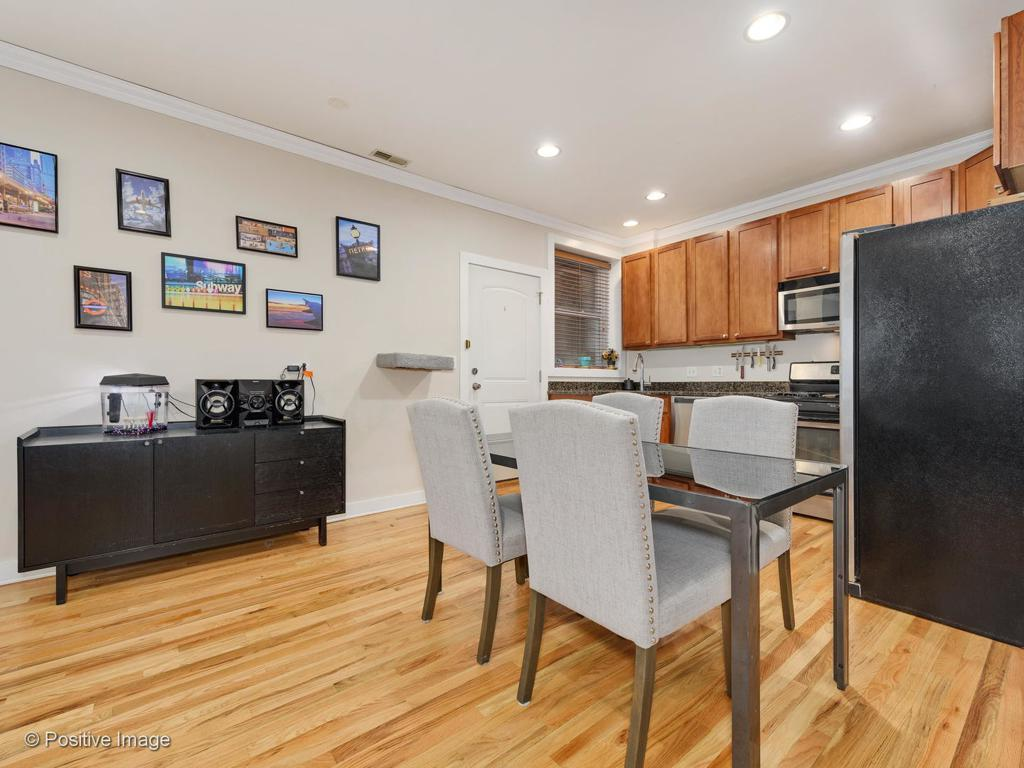 1430 N Maplewood Avenue # 201 preview