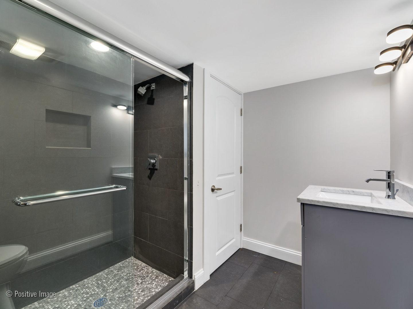 6257 N Maplewood Avenue preview