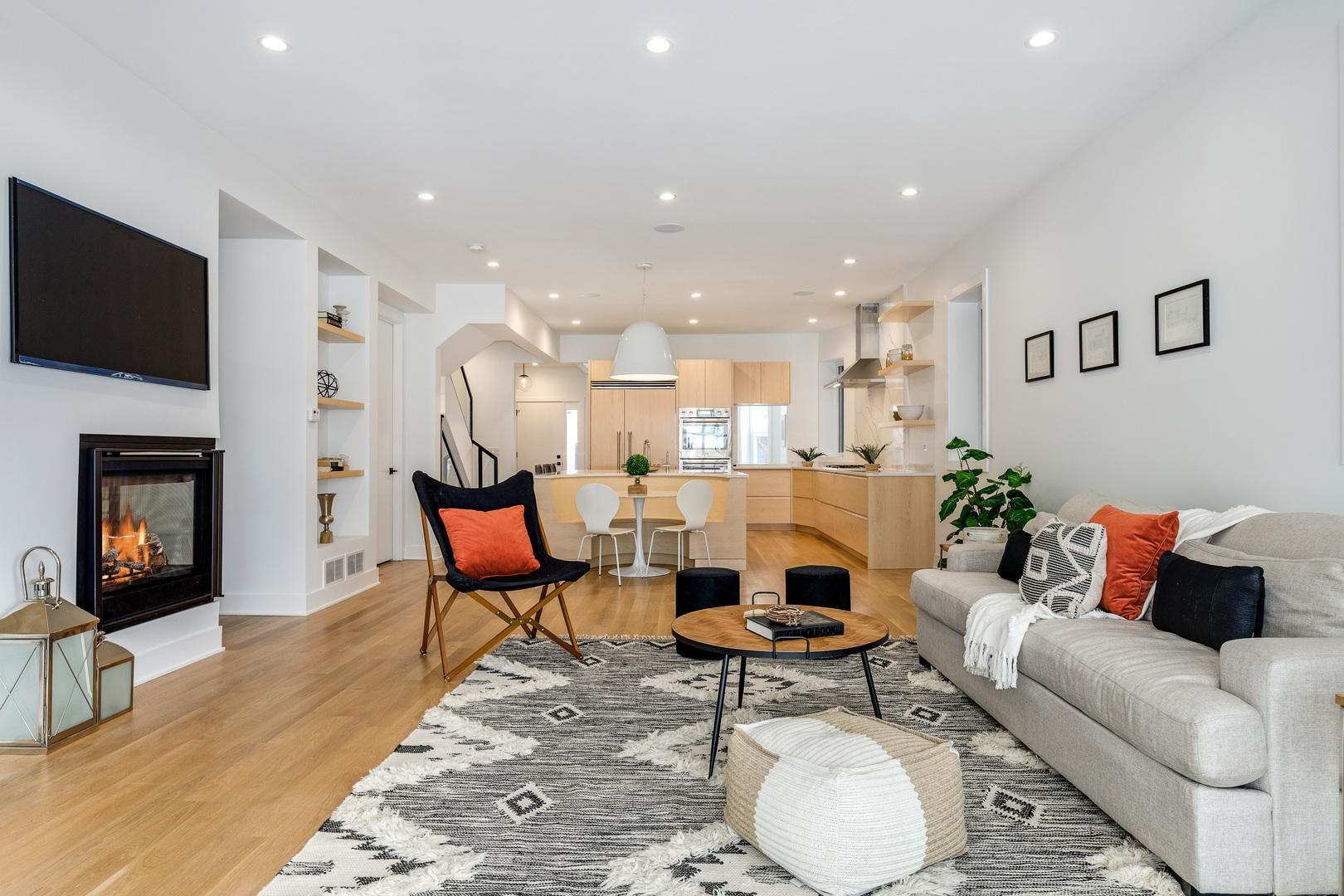 2726 N Albany  Avenue preview