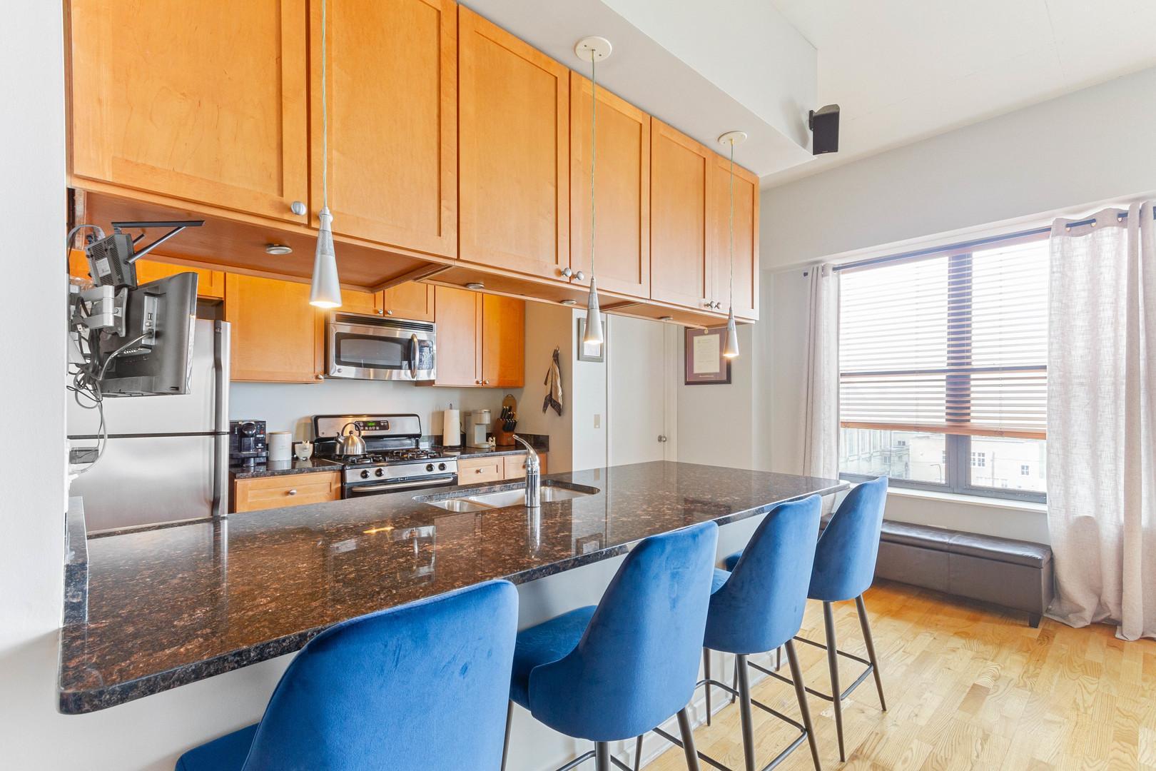 1122 W Catalpa  Avenue, Unit 613 preview