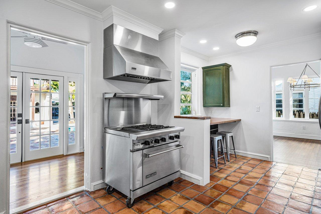 239 9th Street preview