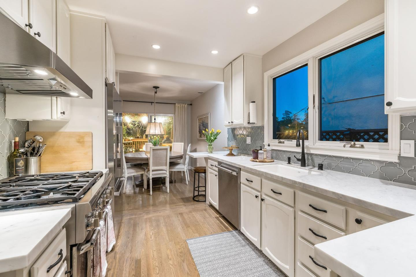 492 W 20th AVE preview