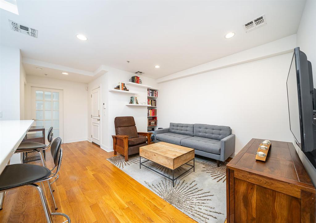 310 2ND ST Unit: 4 preview