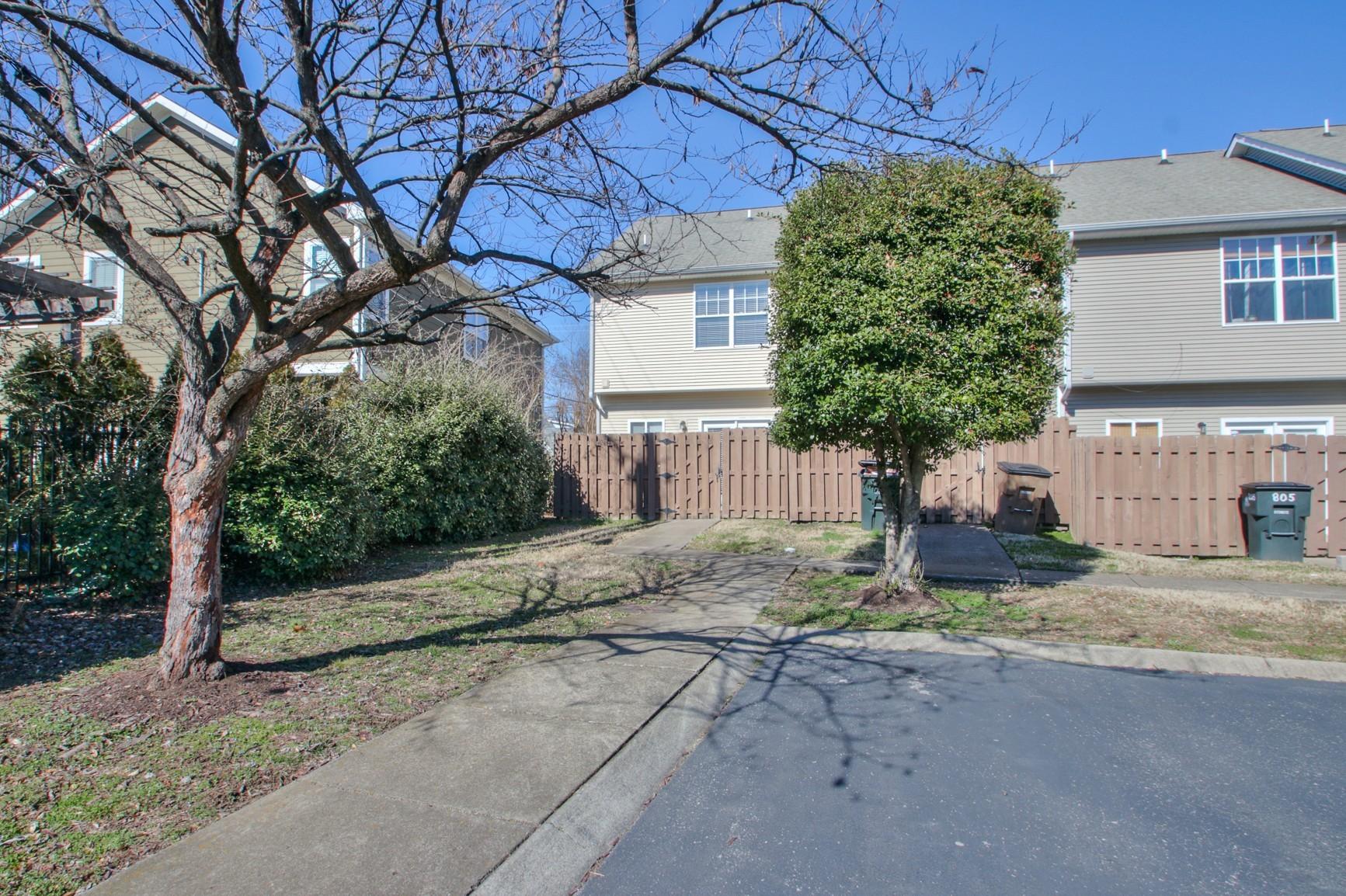 809 Benton Ave  photo