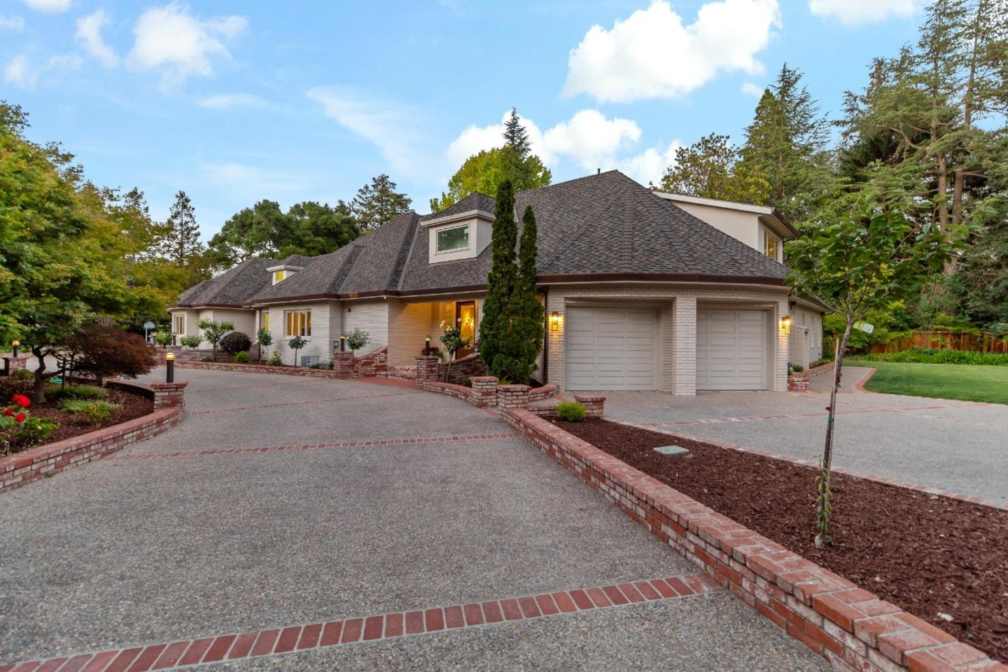 255 Selby LN photo